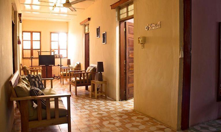 Tavolo Da Lavoro Per Zanzibar : James house zanzibar